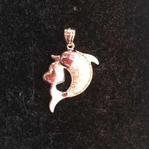 Pendant dolphin with the heart